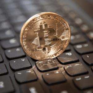Bitcoin в два раза дешевле