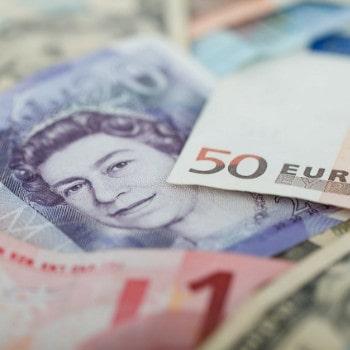 Давление на фунт и евро продолжается