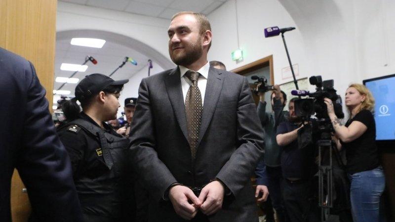 Обыск у сенатора Арашукова