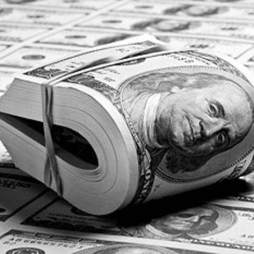 Доллар сохраняется на уровне максимума последних двух лет