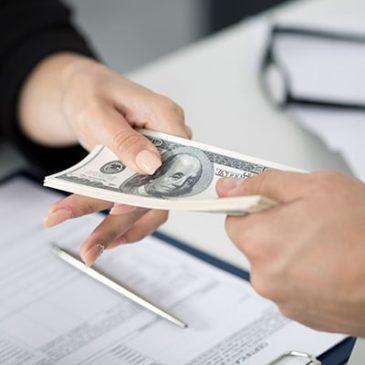 Банки стали чаще выдавать крупные кредиты 18-летним россиянам