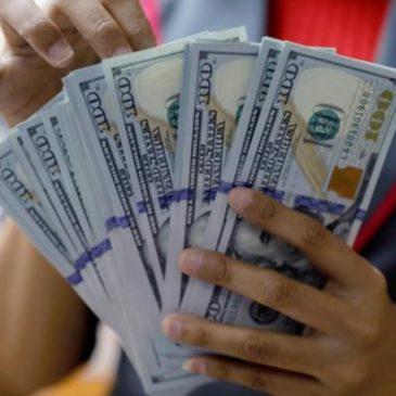 Курс доллара подходит к месячному максимуму