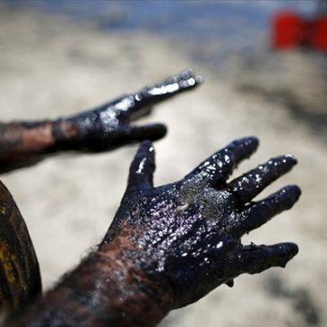 Нефть падает, рынок дает оценку нападениям в Азии