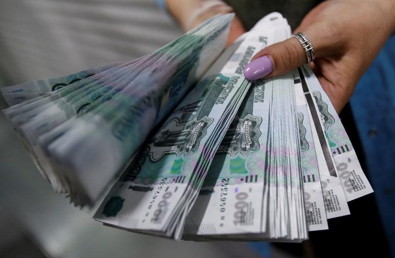 Рубль показывает рост