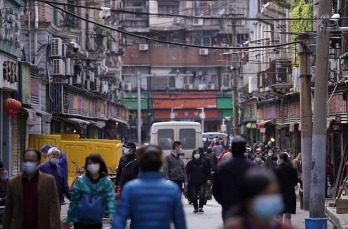 В Китае сняли двухмесячный запрет на выезд из Уханя