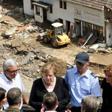 «Большая вода» в Германии: Меркель − в шоке, Лашету – смешно